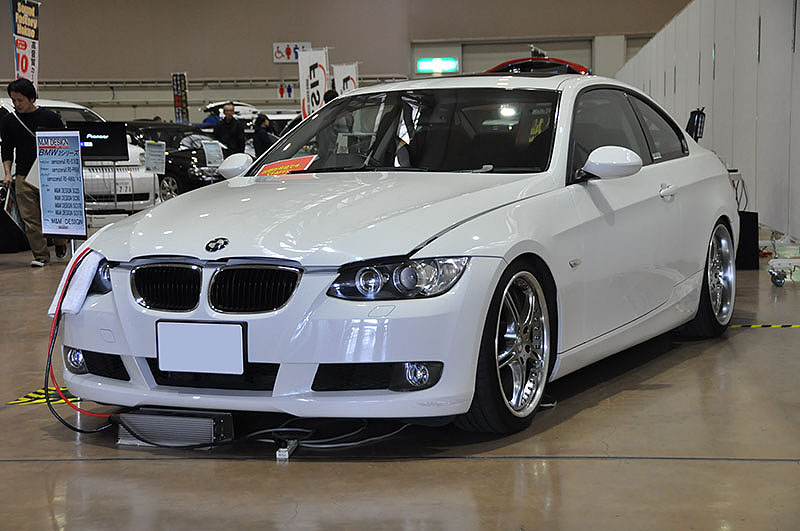BMW 320i by M & Mデザイン