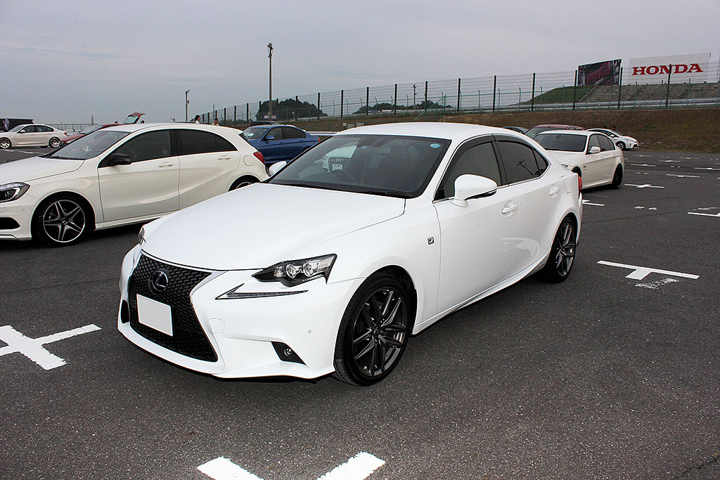 Lexus・IS300h F SPORT(オーナー:悠翔 咲季さん)by VIBES BEWITHSTATE Class 第1位