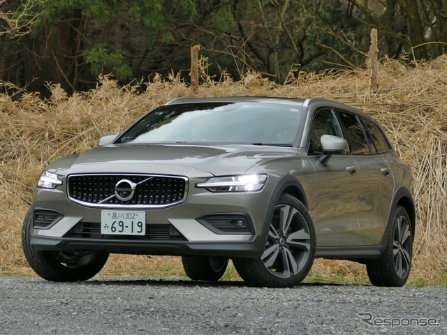ボルボ V60 CROSS COUNTRY T5 AWD PRO