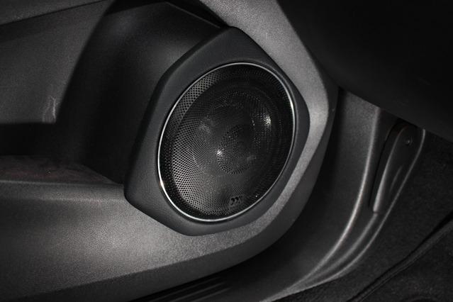 ドアスピーカーにはモレルの38th Anniversaryをチョイス。純正のグリルを取り付けることで確実なプロテクション効果を発揮。
