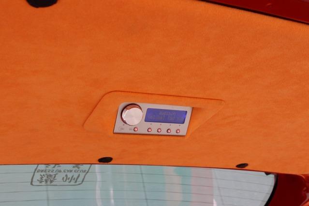 リアゲートの内側にはオーディソンbit TEN Dの操作部をビルトイン。各種コントロールもラゲッジまわりでまとめて操作できる。