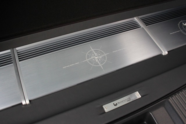 フロントスピーカーと合わせてシンフォニ・クワトロリゴのパワーアンプ群をチョイス。アルミの質感が独特のユニットだ。