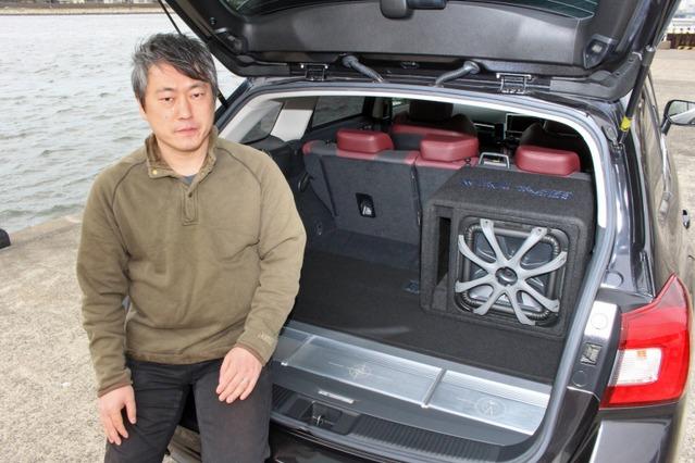 趣味のカメラ撮影で出かける際には車中泊もするレヴォーグ。オーディオとレジャーの両立を図った取り付けが独特だ。