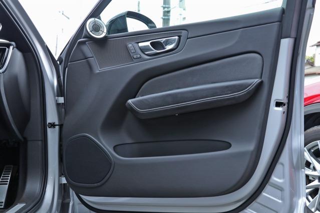 ドアにはモレル38thモデルのミッドバスをインストール。フロント3ウェイシステムによって狙い通りのサウンドを築く。