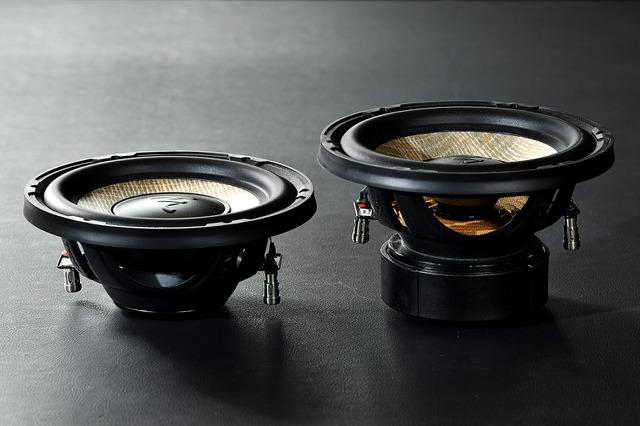 サブウーファーも250mmと200mmの2種類が用意されている