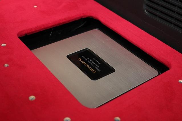 カロッツェリアのパワーアンプ・GM-D6400をインストール。サブウーファーをパワフル&高品質にドライブしている。