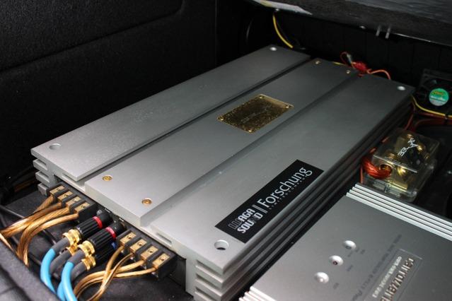 ブラックスのパワーアンプの音がお気に入りだったことから、今回新たにスピーカーもブラックスで統一することになった。