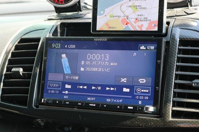 オーディオプレイヤーとして用いるのはケンウッドのMDV-Z702。ハイレゾ再生にも対応する充実モデルだ。