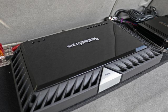 パワーアンプにはロックフォードのパワーシリーズT600-4をインストール。定評の高品質パワーアンプで高音質を狙う。