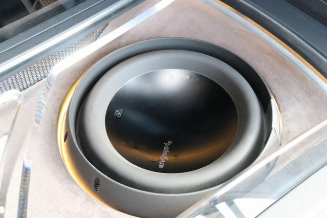 サブウーファーにはロックフォード・パワーシリーズのT2を2発インストール。低域の厚みや深みを重視した仕様。