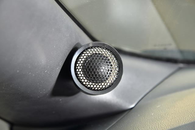 """""""未来型""""エコカーと""""革新型""""カーオーディオシステムがコラボ!? それによって得られる楽しさとは…。"""