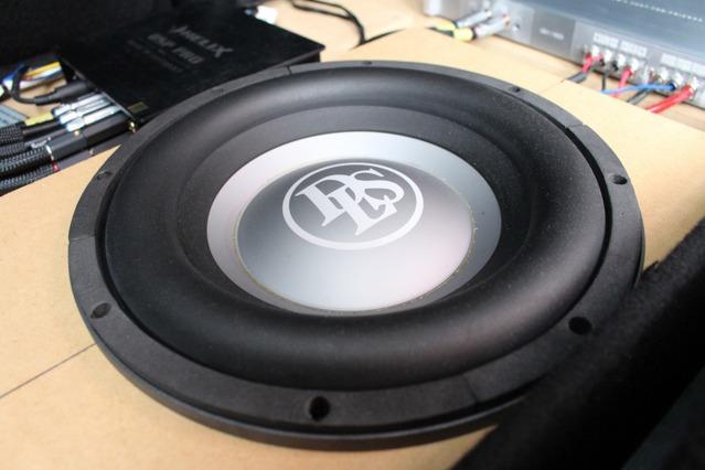 サブウーファーにはDLSをチョイス。試聴すると、その高音質ぶりにして一発で導入を決定したという逸品。