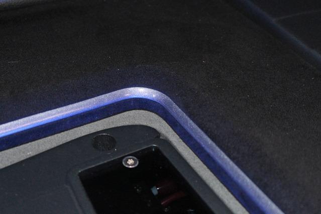 オーディオラックの周囲はガンメタにキラキラ感のある塗装を施した。周囲のカラーとのバランスを取るための小技だ。
