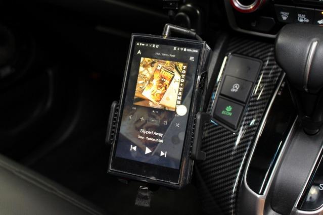 オーディオプレイヤーには用いるのはA&K A&ultima SP1000。クオリティの高い音源でシステム全体のレベルを高めた。
