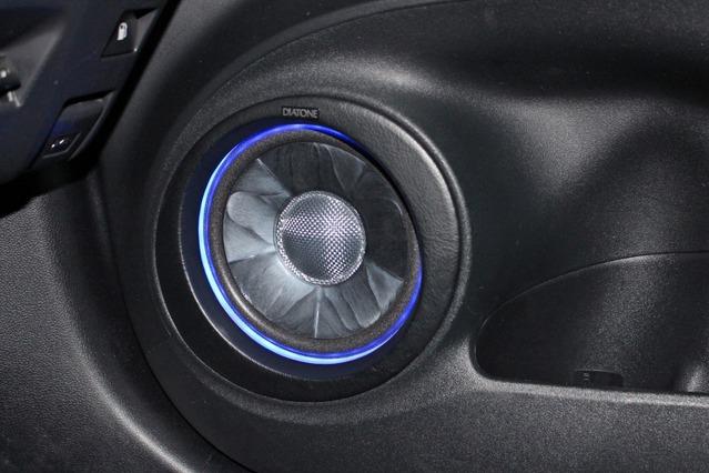 スピーカーに選んだのはダイヤトーンのDS-G300。サウンドが気に入って導入した同モデルの良さを追求する取り付けが施される。