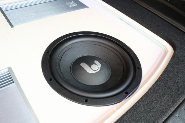 サブウーファーにもフロントスピーカー同様にシンフォニ・クワトロリゴのユニットをチョイス。音の統一感を図ってる。