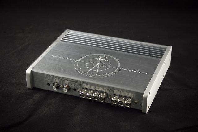 A級パワーアンプの一例(シンフォニ/クワトロリゴ・プレシジョンワン)。