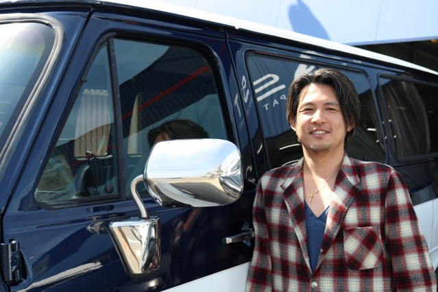 アメ車好きでサーフィンやキャンプをフルで楽しんでいる山倉さん。シェビーバンはレジャーはもちろん普段使いにも大活躍中だ。