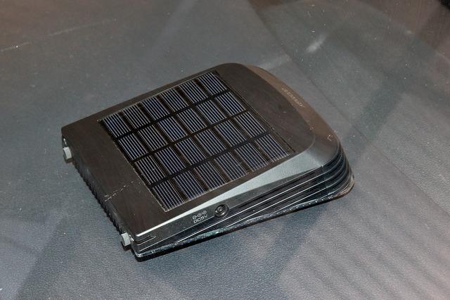 背面ソーラーパネルは高効率