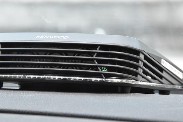 ソーラーでの稼働時は緑色のLEDが点灯する