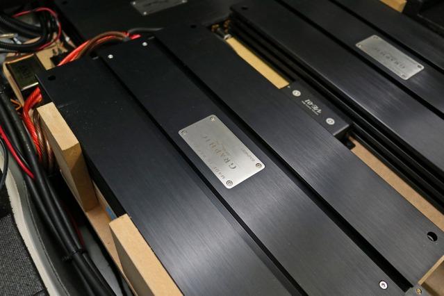スピード感や解像度を重視しているオーナー、それに似つかわしいパワーアンプがブラックスのGX2400だったという。