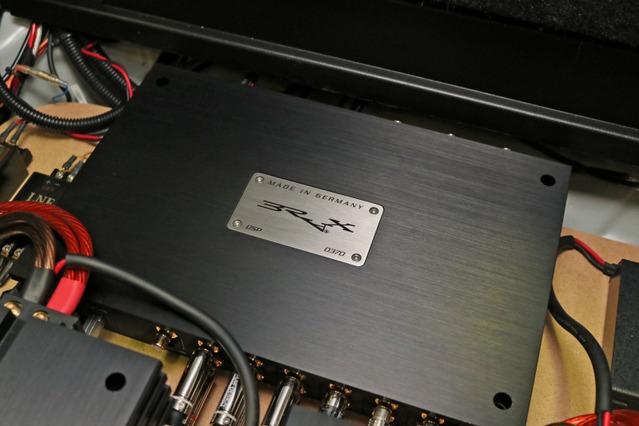 プロセッサーにはブラックDSPをチョイス。音質面やシステム発展性においてトップクラスの同モデルを使いこなす。