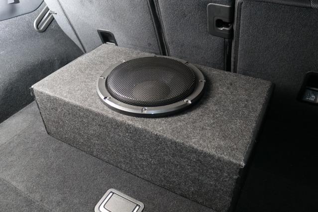 サブウーファーにはダイヤトーンのSW-G50をチョイス。フロントスピーカーとスピード感などを合わせた結果の選択だ。