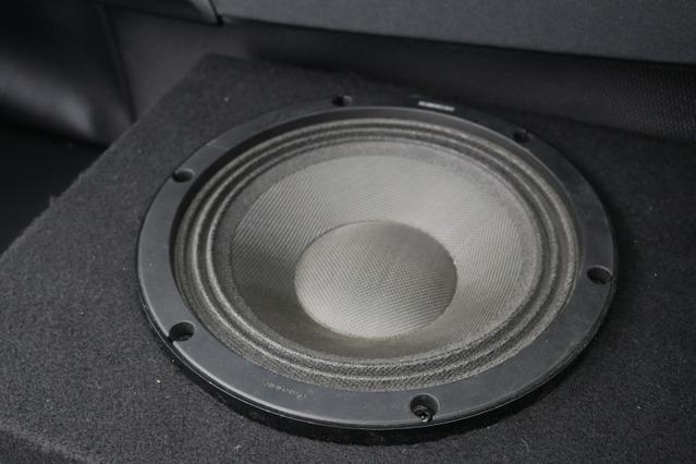 サブウーファーにはカロッツェリアのTS-W252PRSをチョイス。低音のスピード感をフロントスピーカーとマッチさせるのが狙い。