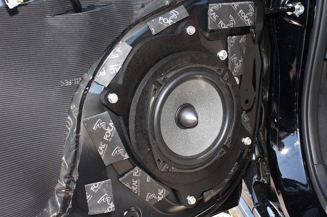 インナーバッフルを用いたスピーカーの取り付け例(製作ショップ:サウンドクオリティー<千葉県>)。