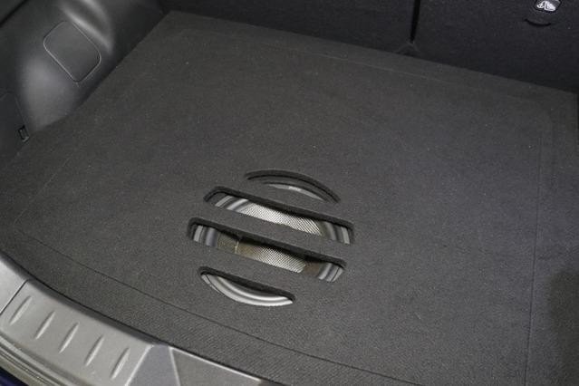 ラゲッジにカバーを被せた状態。オーナーが望んだとおり荷物を自由自在に載せられるラゲッジをキープしている。