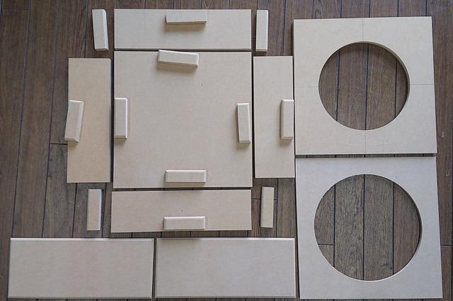 プロショップで製作したBOXのパーツ。ウーファーに合わせて適正容量で補強を入れながら製作される