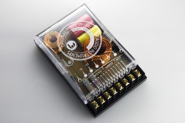 単体仕様になった「パッシブクロスオーバーネットワーク」の一例(シンフォニ/クワトロリゴ・エロイコシリーズ)。