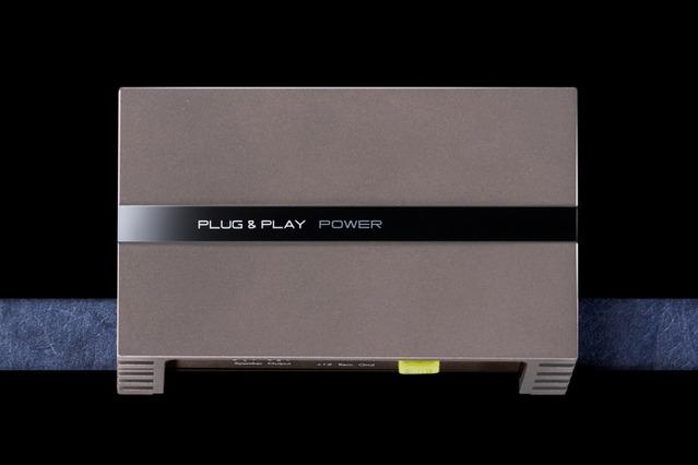 ブリッジ接続が可能な「D級2chパワーアンプ」の一例(プラグ アンド プレイ・PLUG&PLAY POWER)。