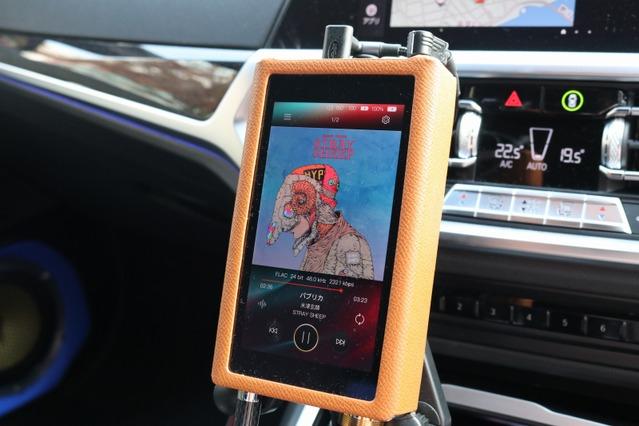 音質を大きく左右することになるDAPにはアイバッソ・DX220Maxを用いている。音楽プレイヤーとしてはカナリーノも装備する。
