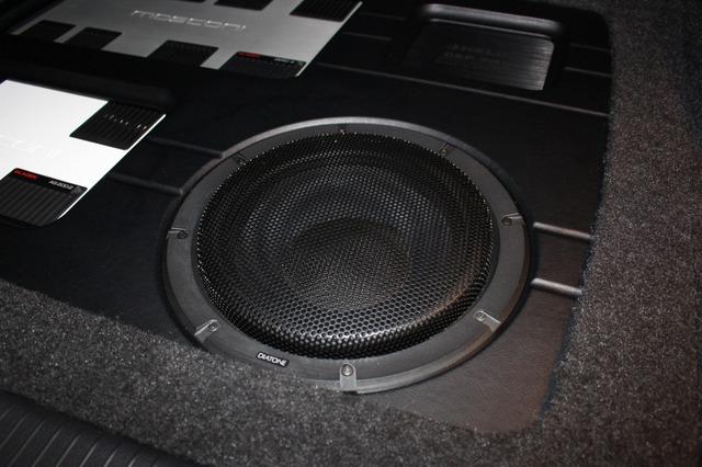 サブウーファーにはダイヤトーンのSW-G50をチョイス。低音の豊かさとスピード感を併せ持つサウンドをサポートする。