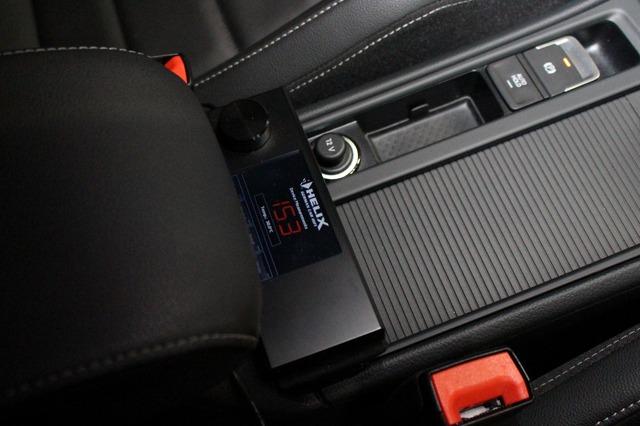 ヘリックスDSP-PRO Mk2の操作部はこの位置に設置される。ドライバーが操作しやすい位置を厳選して設置された。