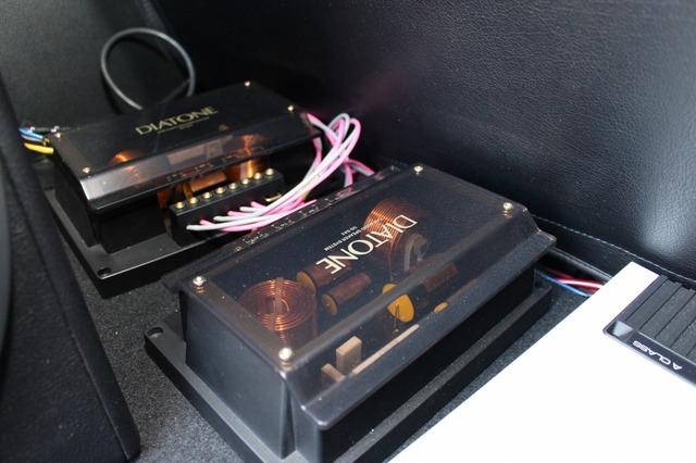 パッシブネットワークはダイヤトーンDS-SA3のパーツを流用取り付けしている。ZRスピーカーとのマッチング良いという。