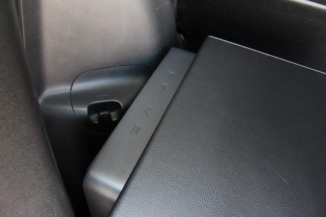 エンクロージャー背面にさりげなく取り付けられているサブウーファー用のパワーアンプにはロックフォードのR150X2を採用。