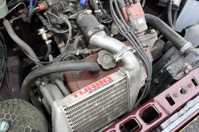 エンジンにはハイパワーなアルトワークスのユニットがスワップされている。カスタムのみならず走りも超一流に仕上げた。