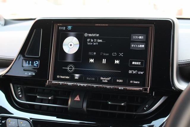 ダイヤトーン・サウンドナビNR-MZ300PREMIをチョイス。8インチの大画面はコクピットを一段と華やかに魅せる効果もある。