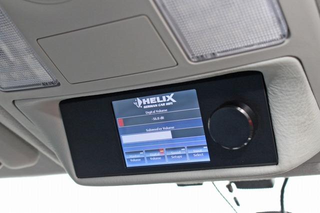 オーバーヘッドに埋め込み設置されているのはヘリックスの操作部であるダイレクター。操作性を大切にするオーナーならでは。