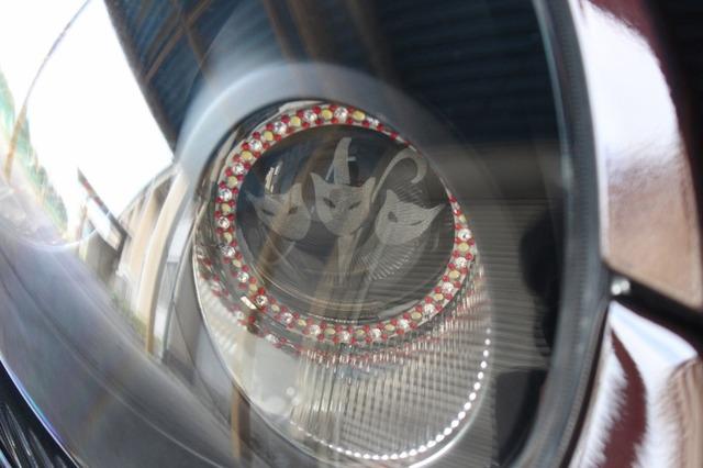 ヘッドライト周辺にもLED処理やキャラクターを隠しキャラのように配置するカスタムを施している。