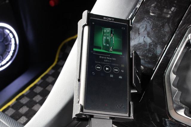 再生機として大活躍しているのはウォークマンNW-ZX300。ハイレゾ再生にも対応し、多彩な音源を再生できるDAPだ。