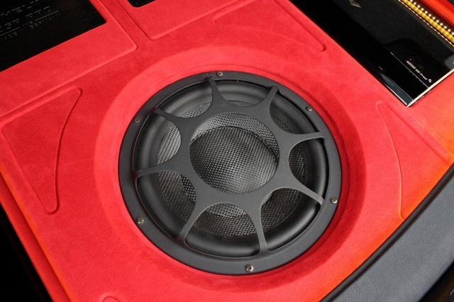 サブウーファーにはモレルのウルティマTi104をチョイス。オーケストラにも対応する豊かな低音を再生することができる。