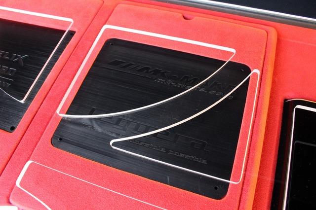 プロセッサーの右サイドにはDSP RPO Mk2と同載のダミーパネルを設置して左右対称を守る。アクリルのデザイン処理も見どころ。