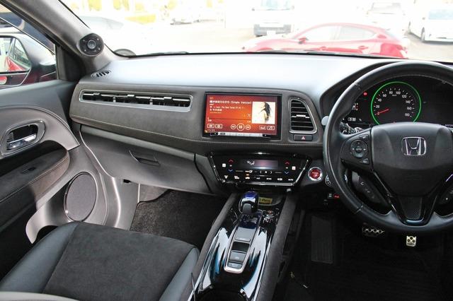コクピットまわりは派手さを抑えて音質重視でインストールされている。わずかにAピラーの加工がオーディオカーを主張する。