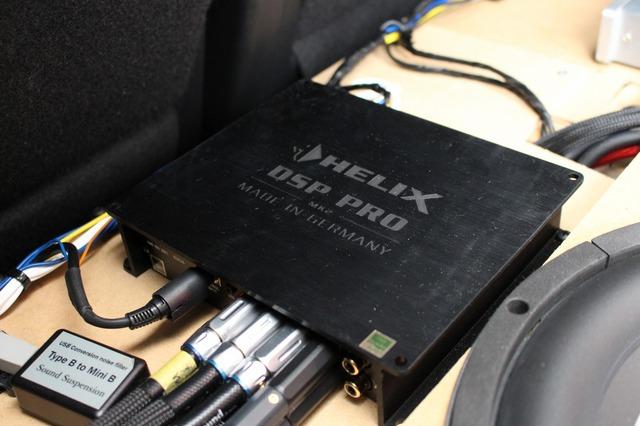 フロント3ウェイ+サブウーファーのシステムをコントロールしているのはヘリックスのDSP-PRO Mk2。