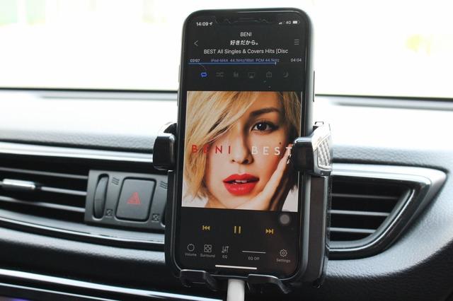 音源にもちいているのはiPhone。普段使いも含めてオーナーの使い勝手の良いプレイヤーを用いるのもこだわりのひとつ。