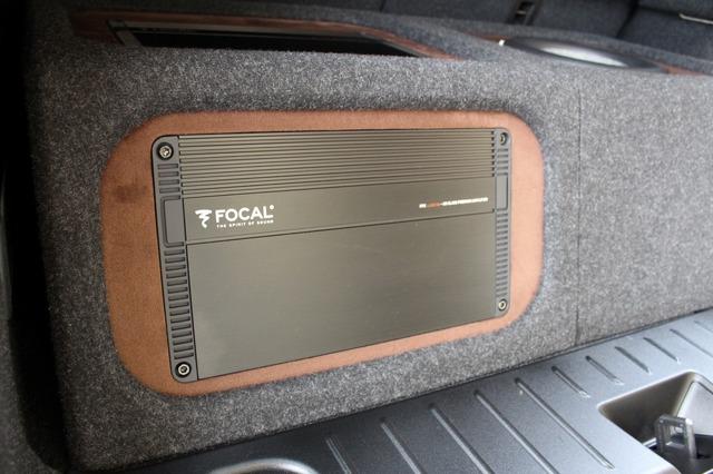ボックスの後面にもフォーカルのパワーアンプ・FPX4.400SQをビルトイン。リアゲートを開けた際のアピール度も満点だ。