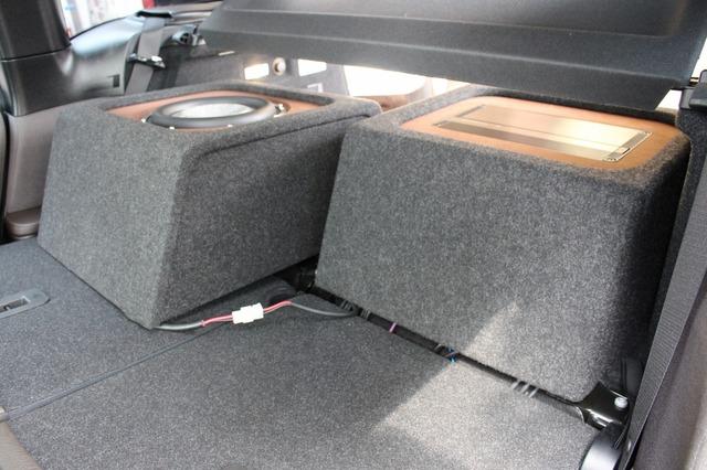 左右のボックスは分割して設計されている。このように右サイドのボックスを簡単に脱着することができる、